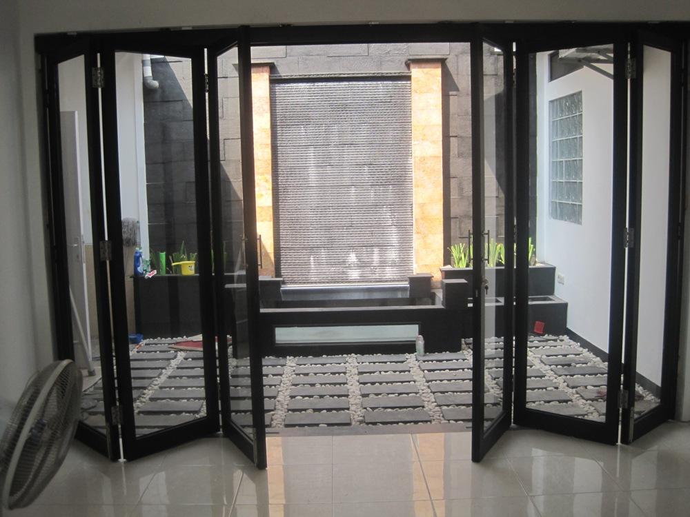 Pintu lipat aluminium kaca