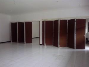 pintu lipat sebagai penyekat ruangan